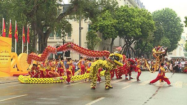 Vietnam dragon dansıyla başkentin kuruluş yıl dönümünü kutladı