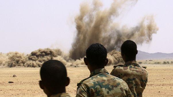 Sudan'da toplana silahların imhası