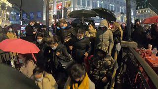 Londra, la movida e il Covid-19. Gran Bretagna tra proteste e restrizioni
