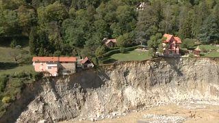 شاهد: العاصفة أليكس تجرف المنازل وتدمر الطرقات في جنوب شرق فرنسا