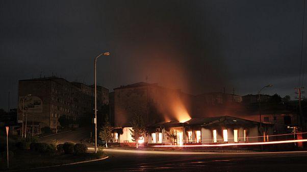Κτίριο φλέγεται στο Ναγκόρνο Καραμπάχ