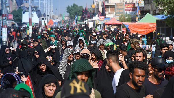 Irak'ta 'Erbain Merasimi'ne Covid-19'a rağmen onbinlerce kişi katıldı