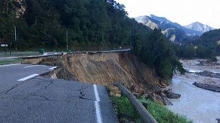 Eine zerstörte Straße in La Bollene-Vesubie (Frankreich)