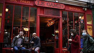 Un bar parisien ouvert, le 3 octobre 2020