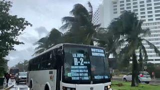 La tormenta Gamma provoca muerte y destrucción a su paso por México
