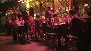 Bezár az éjszakai élet Párizsban