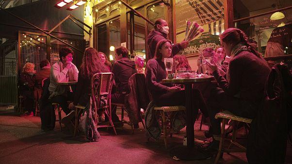 В Париже закрывают бары