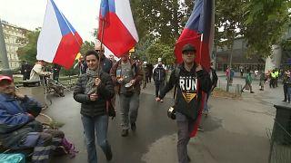 Prag: Gastwirte protestieren gegen Corona-Einschränkungen