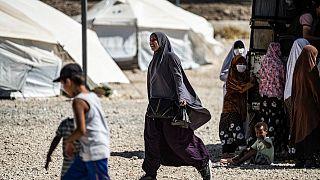 الإدارة الذاتية الكردية ستسمح للسوريين بمغادرة مخيم الهول المكتظ