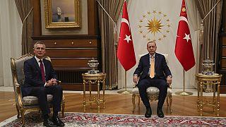 Ο Γενικός Γραμματέας του ΝΑΤΟ, Γενς Στόλτενμπεργκ, και ο πρόεδρος της Τουρκίας, Ρετζέπ Ταγίπ Ερντογάν