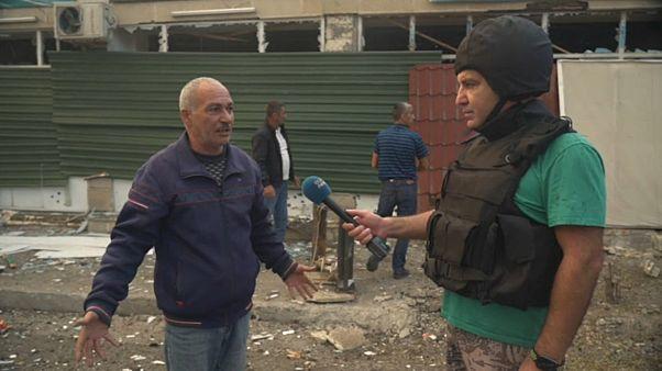 Euronews reporter Emin Ibrahimov (right)