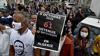 Des centaines d'Algériens bravent l'interdiction de manifester