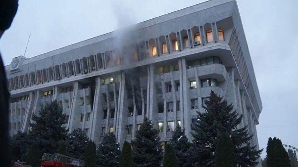 Στο χάος βυθίζεται το Κιργιστάν