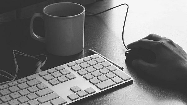 جائحة كورونا تساهم بزيادة الجرائم الإلكترونية في أوروبا