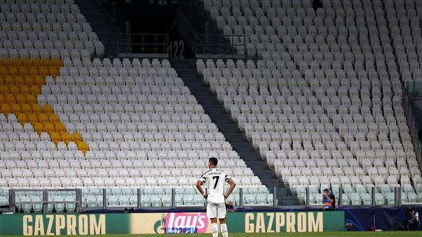 Cristiano Ronaldo sur le terrain pendant le huitième de finale retour de la Ligue des champions perdu par la Juventus contre Lyon au stade Allianz de Turin, vide, en août 2020