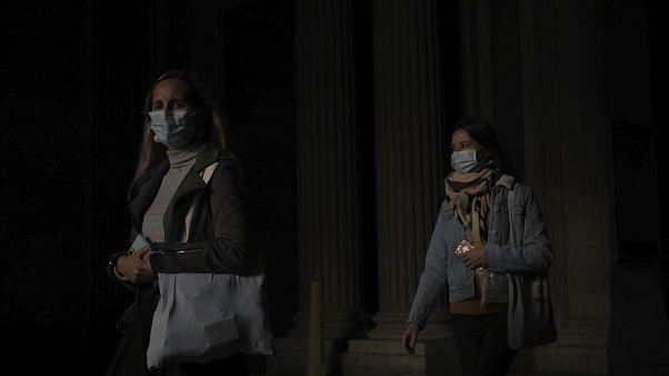 50% من الفئات الضعيفة في باريس أصيبوا بكورونا