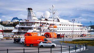 Hajó egy norvég kikötőben