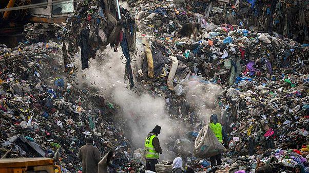 La discarica di Pata-Rat vicino a Cluj-Napoca, in Romania. I cumuli di rifiuti qui sono alti quanto dei palazzi di cinque piani