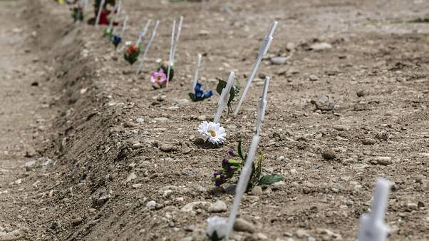 Il caso del cimitero dei feti con i nomi delle madri sulle croci