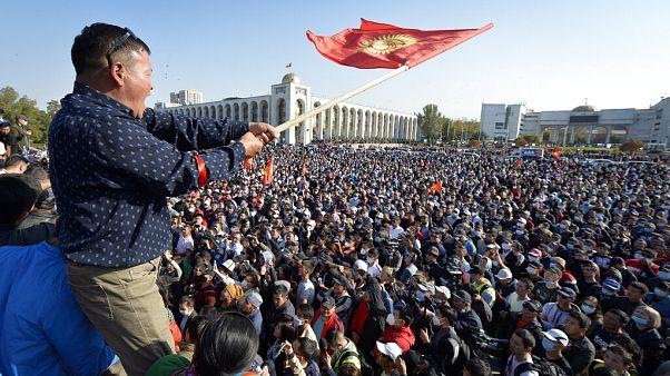 kirgiz tüntető