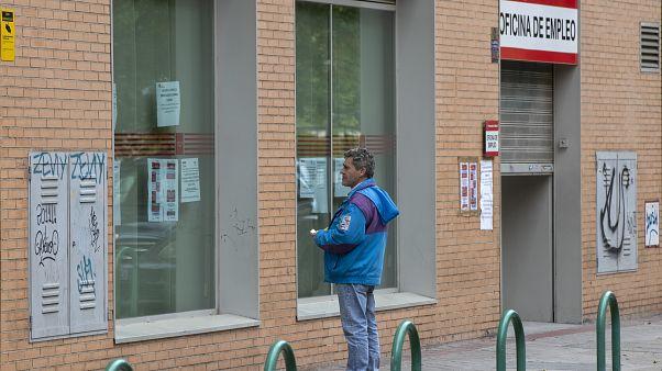 إعلانات وكالة توظيف في مدريد/28 أبريل/نيسان 2020