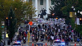 Una manifestazione di fronte alla Casa Bianca, il 3 ottobre 2020.