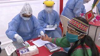 Responsables de salud realizan test rápidos en Lima, Perú
