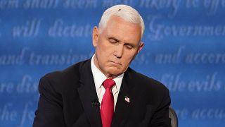 Una mosca posada sobre la cabeza del vicepresidente Mike Pence durante el debate con la senadora Kamala Harris, Salt Lake City, 7 de octubre 2020