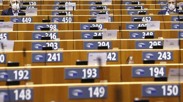 Az Európai Parlament padsorai Brüsszelben
