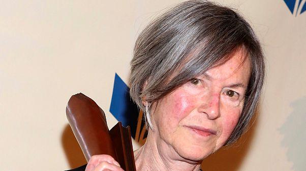 """Archives : Louise Glück, le 19 novembre 2011 à New-York , après reçu l'un des prix littéraires les réputés des Etats-Unis, le """"National Book Award"""" (catégorie poésie)"""