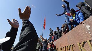 Πολίτες του Κιργιστάν σε συγκέντρωση διαμαρτυρίας την Τετάρτη στην πρωτεύουσα Μπισκέκ