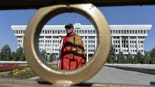 Başkent Bişkek'te protestolar sürüyor