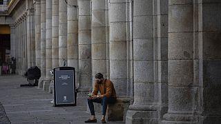 La solitudine ai tempi del Covid a Plaza Mayor, Madrid