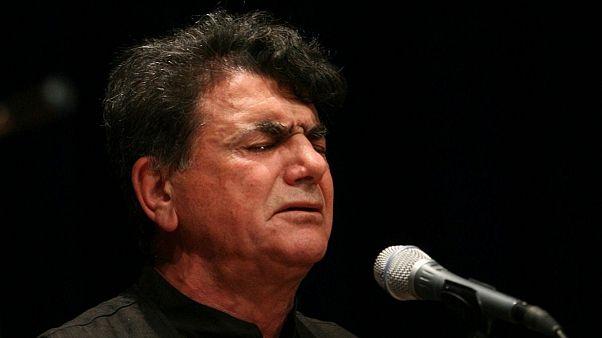 محمدرضا شجریان، استاد آواز ایران در ۸۰ سالگی چشم از جهان فرو بست |  Euronews
