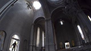Nagorno-Karabakh, l'Armenia accusa: bombardata storica cattedrale