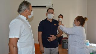 Çin'in Covid-19 aşısı İzmir'de denenmeye başlandı