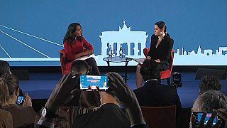 La journaliste d'euronews Isabelle Kumar, à gauche, et l'opposante bélarusse Svetlana Tikhanovskaïa à droite, Brastislava, 8 octobre 2020