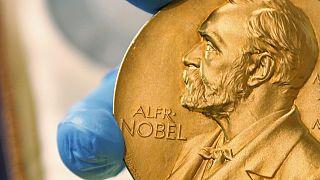 ميدالية ذهبية لجائزة نوبل في بوغوتا، كولومبيا.