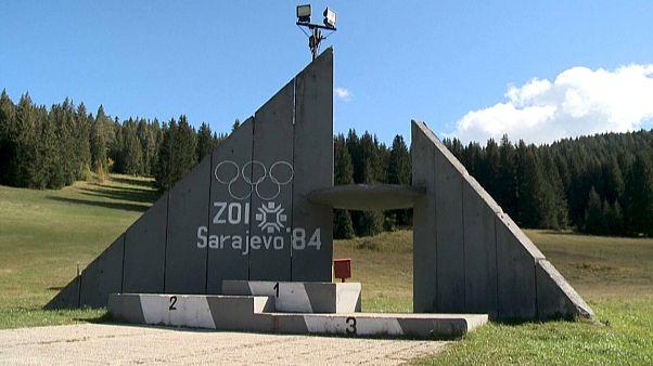 A műjégpálya alatt mentették át a téli olimpia relikviáit Szarajevóban