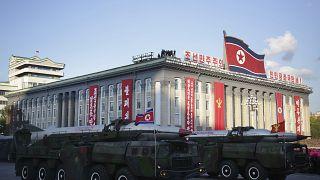Az északi koreai Munkáspárt alapításának 70. évfordulóján tartott katonai parád 2015. október 10-én