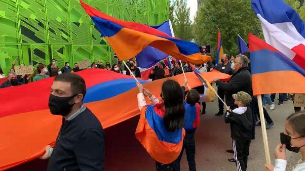 Tiltakozik az európai örmény közösség
