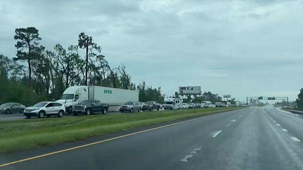 """Furacão """"Delta"""" leva a debandada no Luisiana"""