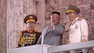 رهبر کره شمالی به همراه دو فرمانده نظامی در مراسم بزرگداشت هفتادوپنجمین سالگرد تاسیس حزب کارگران کره در پیونگیانگ