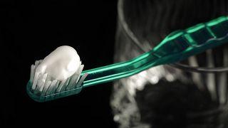 Katkı maddesi E171 diş macunlarında da bulunabiliyor