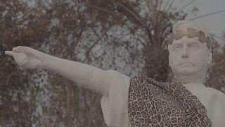 Paródica estatua de Jair Bolsonaro erigida por Greenpeace