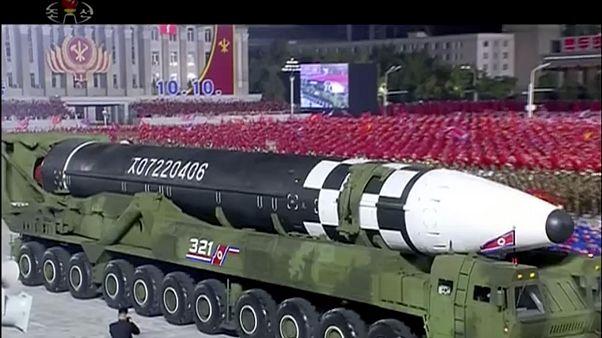 Misil balístico exhibido durante el desfile militar en Corea del Norte