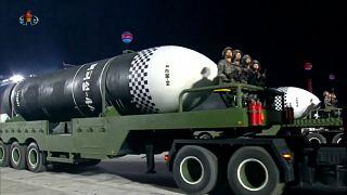 Pionyang exhibe un nuevo misil balístico de alcance intercontinental