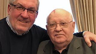 A könyv szerője, Zolcer János Mihail Gorbacsov irodájában, 2019-ben
