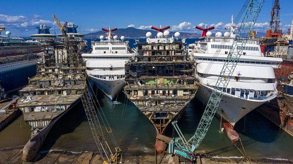 Aliağa limanında sökülen kruvaziyer gemileri