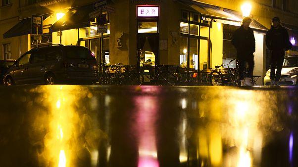 Berliner Eckkneipe im Regen